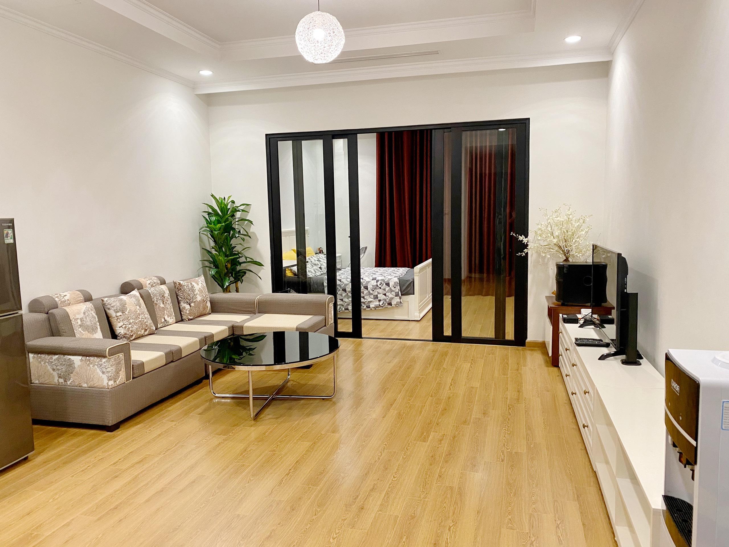 Chính chủ cho thuê căn hộ chung cư tại Royal City, DT55m2 Giá 14tr/th LH 0912733529