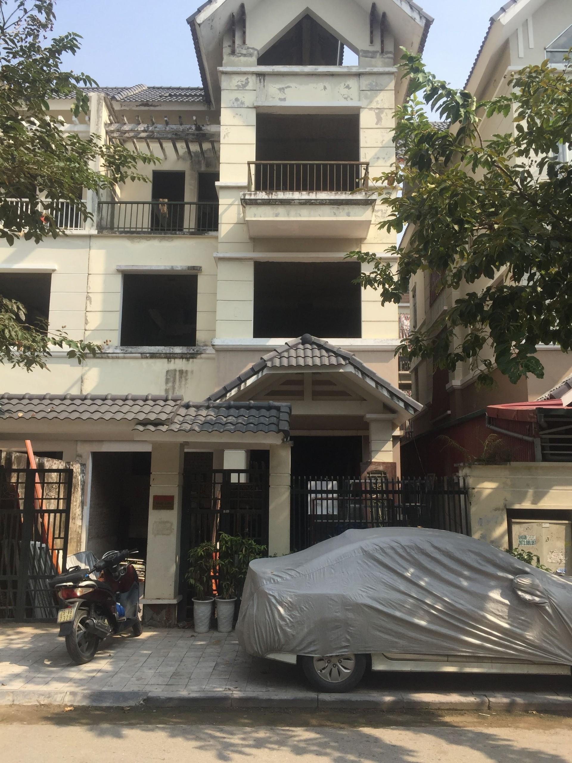 Cho thuê biệt thự tại KĐT Dương Nội, 185m2 * 3 nổi; 01 hầm; nhà thô, giá 10 tr/tháng LH 0944 55 8228