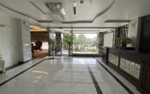 Cho thuê toà khách sạn 3 sao đường Trung Kính mới lô góc 2 mặt đường. Giá= 185tr/th