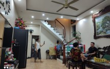 Chính chủ bán nhà tại ngõ 212 Tân Mai, Hoàng Mai, DT 40m2x4 tầng Giá 3 tỷ LH 0963927135