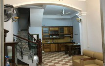 Chính chủ Cho thuê nhà nguyên căn ngõ 285 Đội Cấn, DT 50m2x3 tầng Giá 12tr/th LH 0914 727599