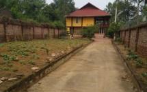 Chính chủ cho thuê nhà sàn 100m2 + 800m2 vườn thích hợp nghỉ dưỡng và làm nhà hàng tại thạch hòa thạch thất giá 10tr/tháng LH 0944214568