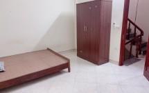 Mình còn trống phòng tầng 4 trong nhà 5 tầng ngõ 898 Láng( thông qua ngõ 157 Chùa láng) Giá 3.3 Tr/Th LH 0968128371
